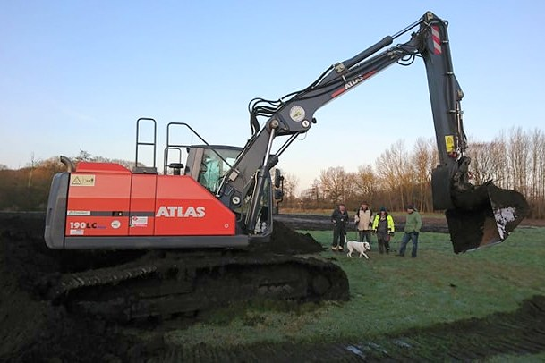 Excavation work for amphibian protection: New construction of a frog pond in Schwentinental